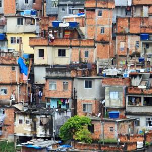 An image of houses in a favela in Rio de Janeiro